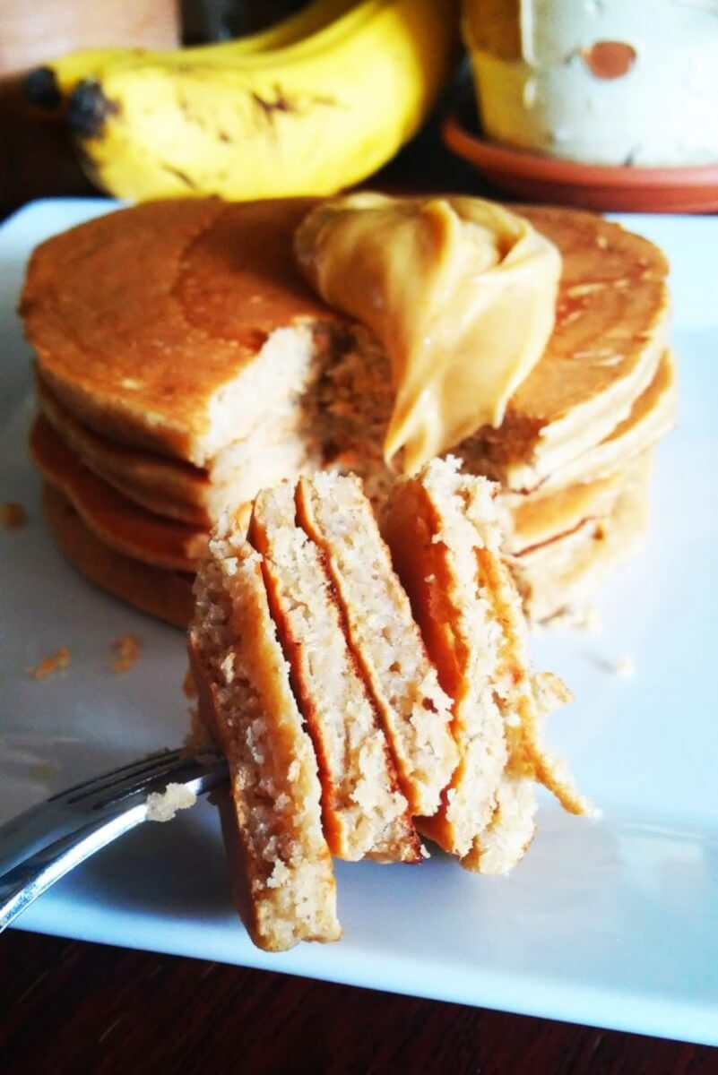 Bananowe placuszki owsiane z masłem orzechowym! Czyli najlepsze, proste i szybkie pancakes z bananami i masłem orzechowym.