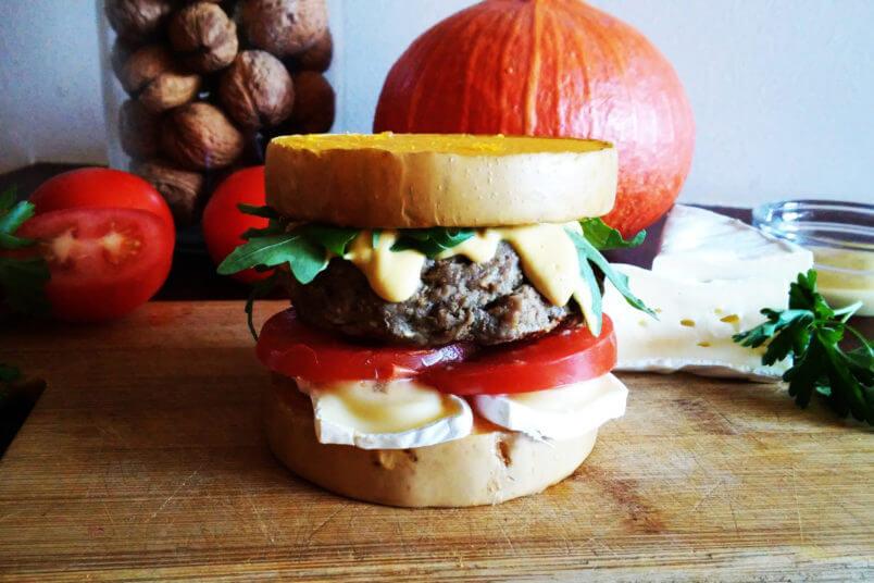 Dyniowy burger wołowy - pomysł na bułkę z dyni