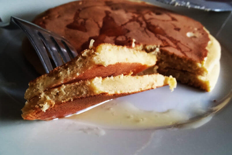 Wegańskie bananowe pancakes z ciecierzycy - bez glutenu, bez tłuszczu