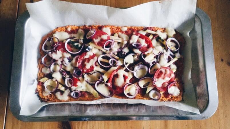 Pizza z marchewki i siemienia