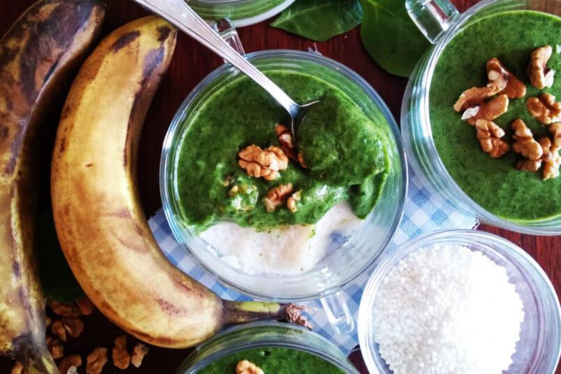 Wegański pudding z tapioki z zielonym musem bananowo-szpinakowym