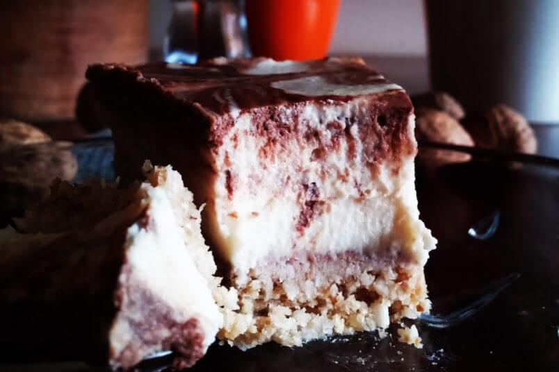 Kremowy wegański sernik kokosowy - ciasto z młodego kokosa bez pieczenia