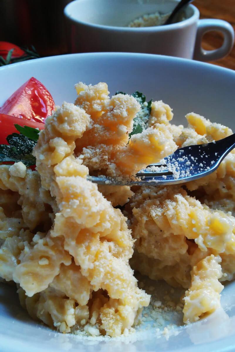 Wegański parmezan - serowa posypka z nerkowców i płatków drożdżowych