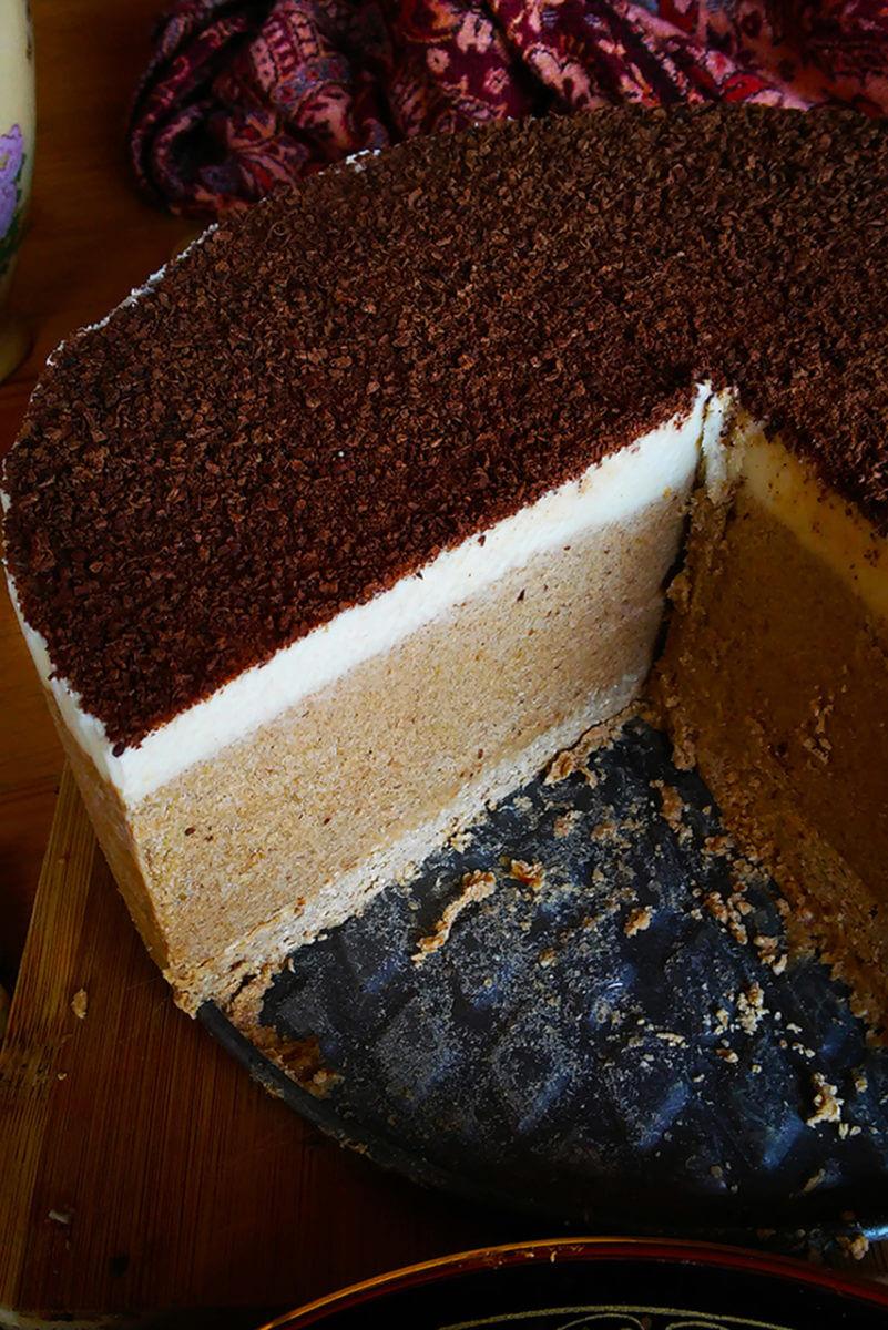 Vegan tiramisu ice-cream cake - glutenfree and dairyfree coffee cake
