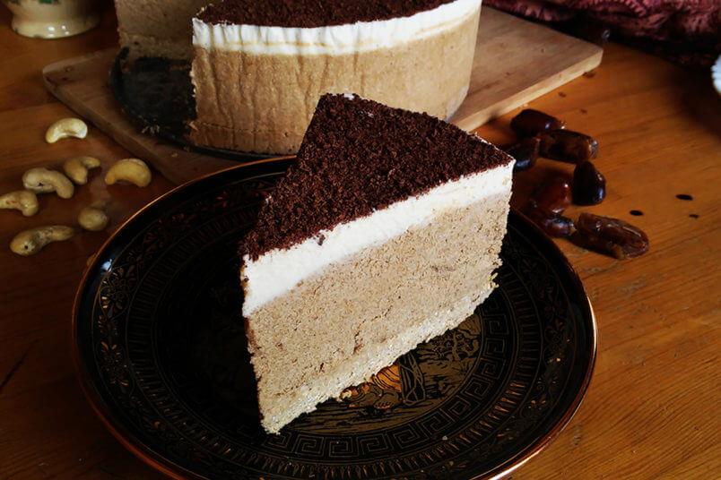 Wegańskie Tiramisu lodowy tort- bezglutenowe kremowe kawowe ciasto z nerkowców i daktyli