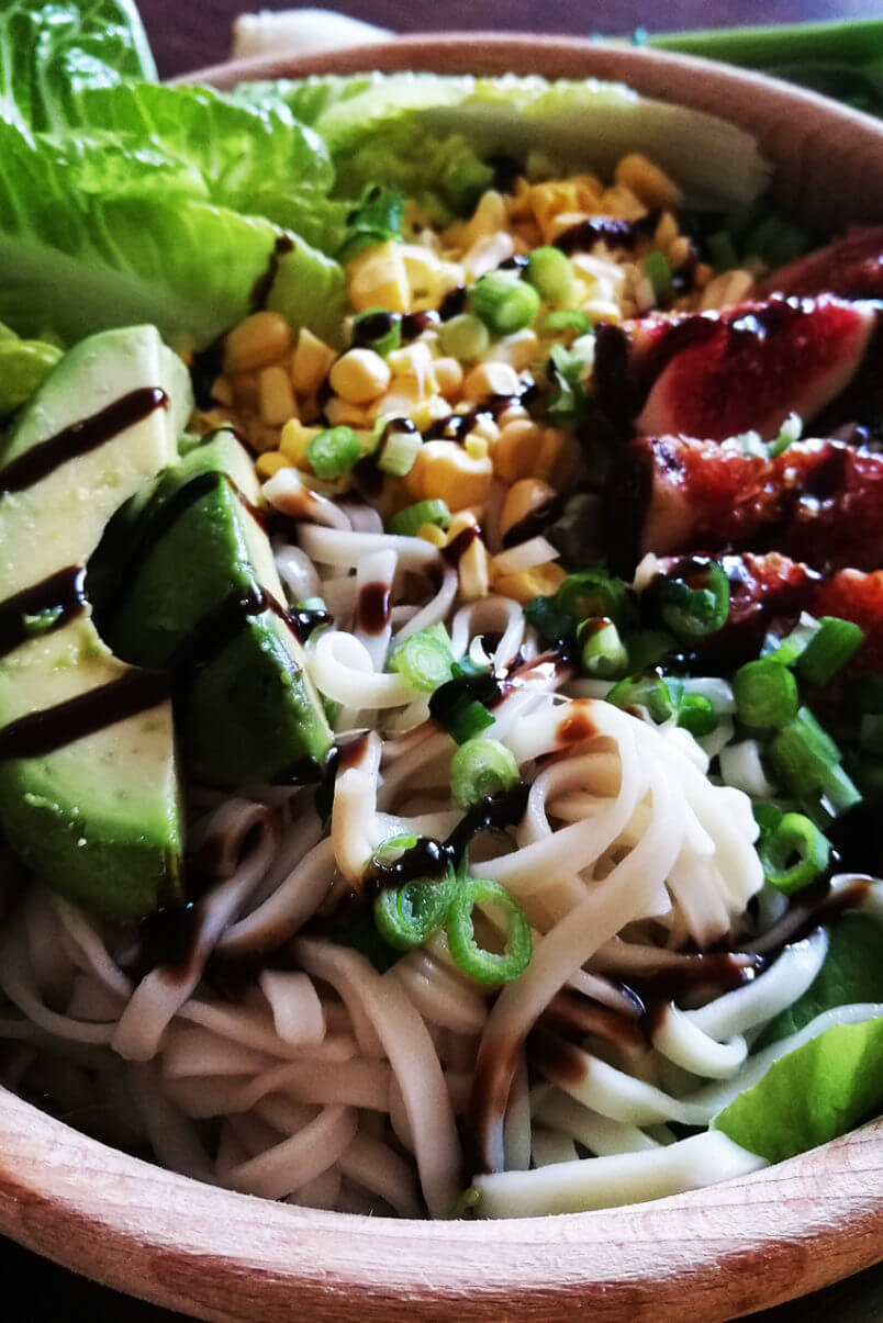 Noodle salad with corn, figs, avocado and raspberry balsamic vinegar