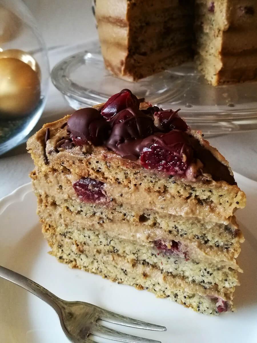 Wegański tort kawowy z wiśniami i kremem z nerkowców - zdrowy tort z kremem