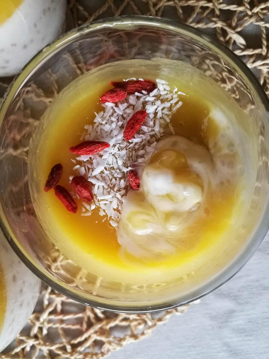 Kremowy pudding z tapioki z mango - kokosowy wegański pudding z musem