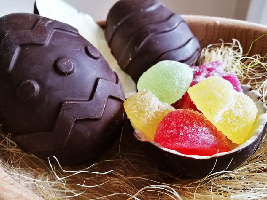 Wegańskie jajko niespodzianka - domowe czekoladowe jajka a'a Kinder Niespodzianka