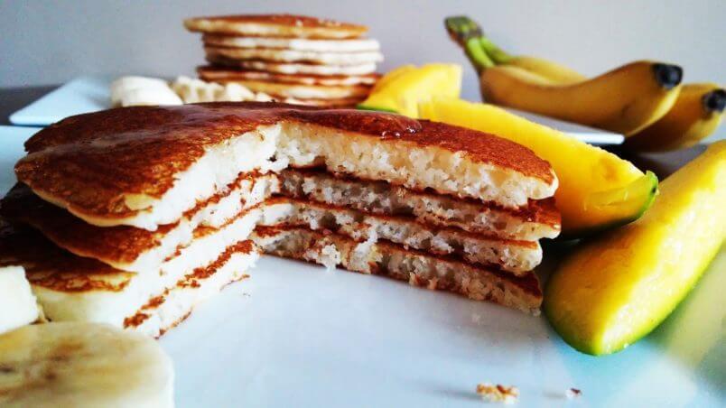 Perfekcyjne, zdrowe i bezglutenowe PANCAKES z mąki ryżowej na maślance. Puszyste, delikatne i rozpływające się w ustach amerykańskie naleśniki.