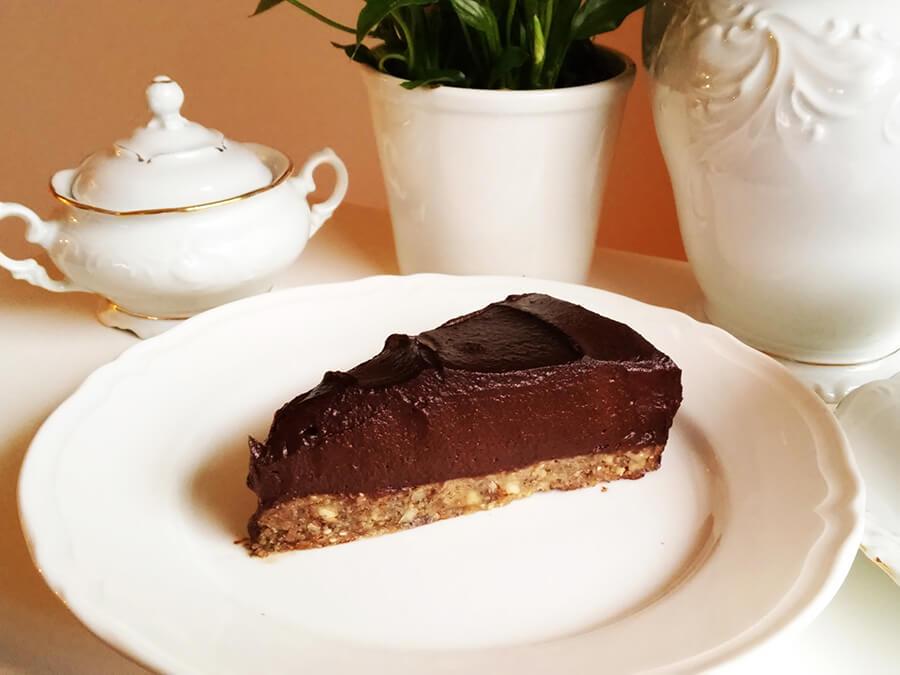 Intensywnie czekoladowe wegańskie ciasto z kremem z awokado - tort awokado raw & vegan