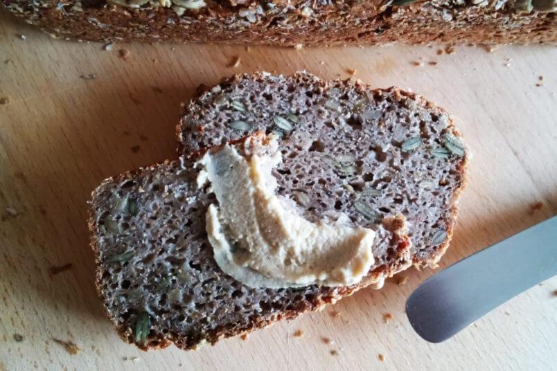 Bezglutenowy chleb gryczany z ziarnami - razowy, prosty, zdrowy i szybki