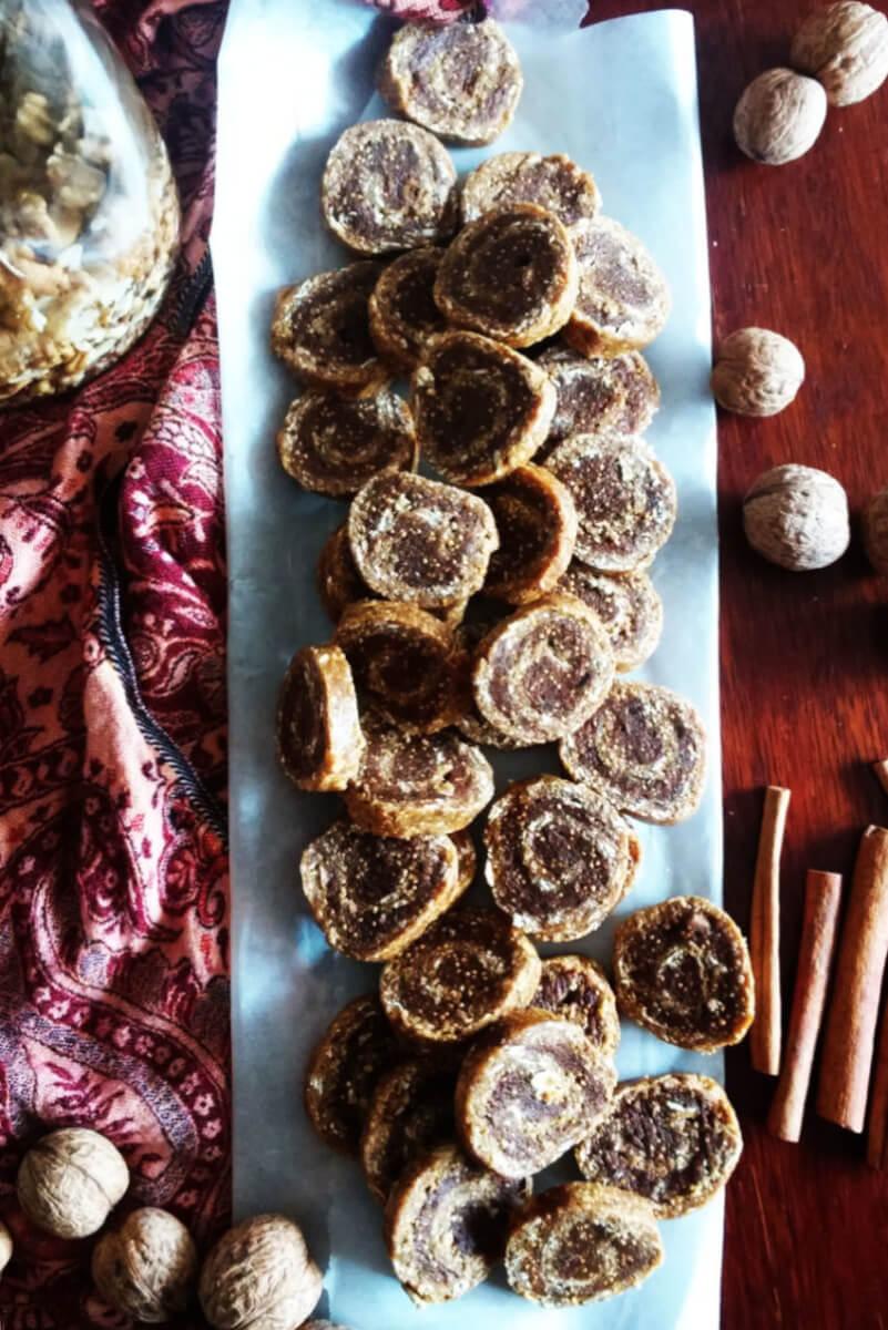 Wegańskie surowe ciasteczka figowe i cynamonowe - RAW & VEGAN