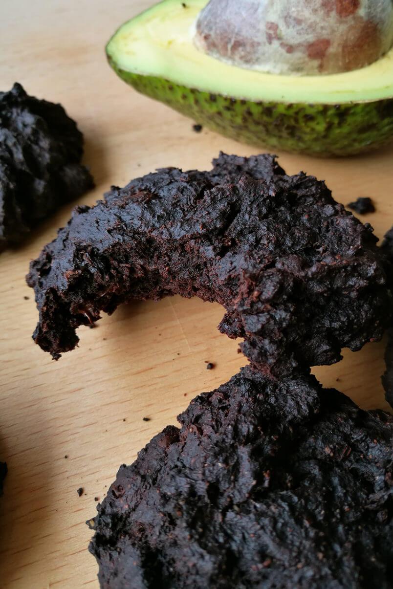 Ciastka brownie z awokado - czekoladowe wegańskie ciastka fudge