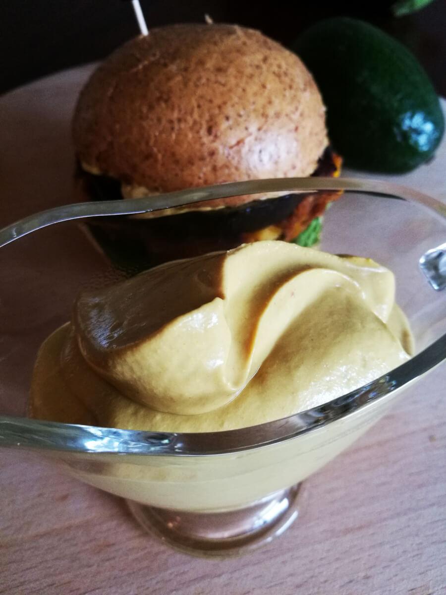 Wegański majonez z tofu - kremowy, idealny i dietetyczny majonez light