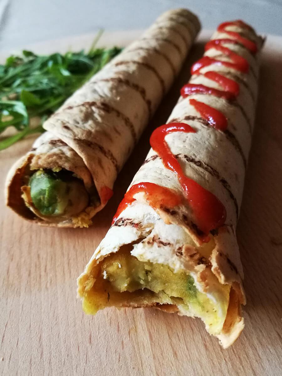 Wegańskie Taquitos, 3 składniki - zapiekana tortilla z hummusem i awokado