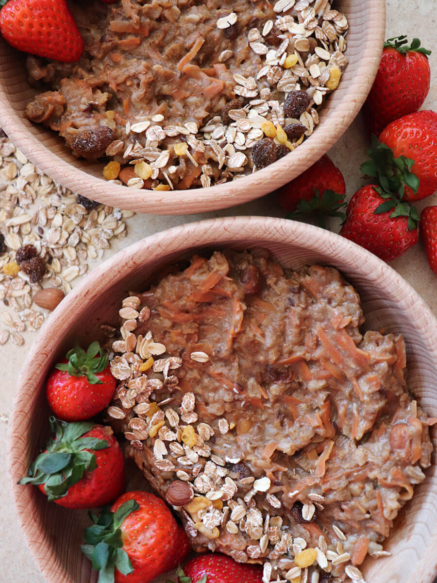 Marchewkowa owsianka - wegańska i zdrowa korzenna owsianka z marchewką